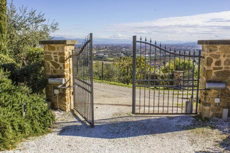 10 Things You Should Know Before Buying An Automatic Gate Opener