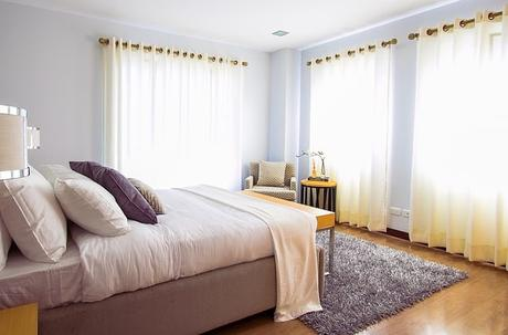 bed-bedroom-carpet-curtains