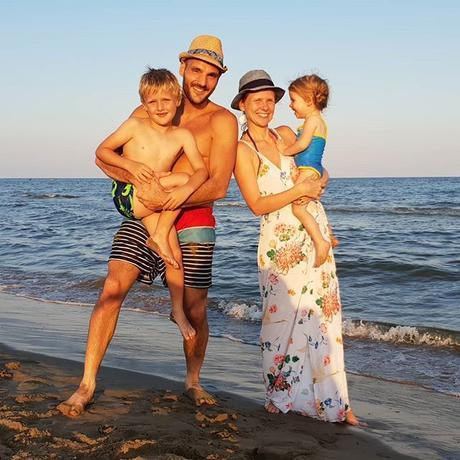 Wishing you a lovely day all 😎😘😊 Belle journée à vous tous 😎😘😊 #sun #love #beach #plage #family #quatro #myfamily #smile #sea #mer #sourire #famille #kids #bonheur