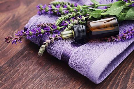 5 De-stressing Benefits of Lavender Oil!