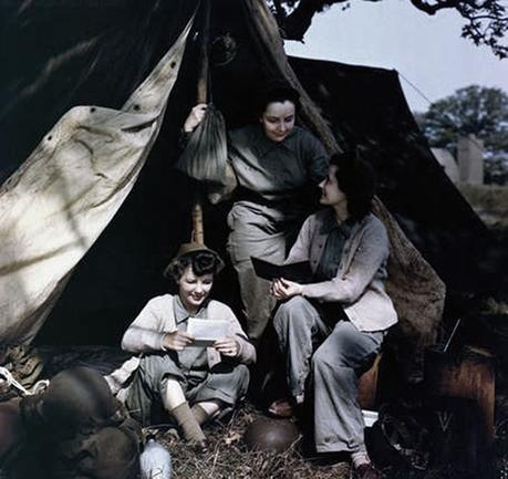 Three-WACs-in-the-UK-1944