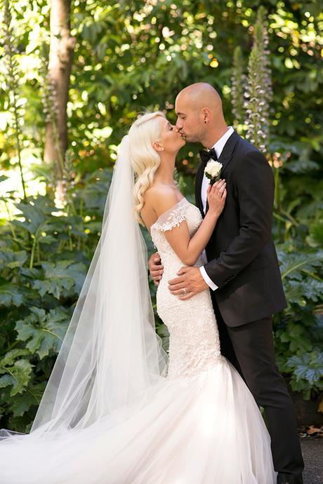 classic-elegant-wedding-white-flowers_33