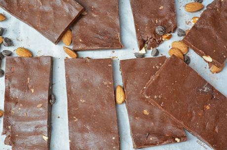 Copycat Mint Chocolate RXbars (paleo, no bake)