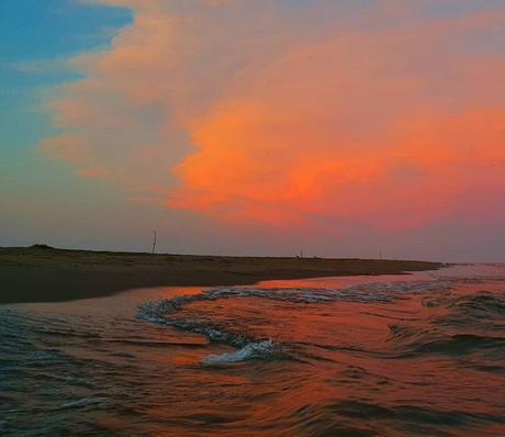 Blue and red sky Ciel bleu et rouge #cloud #sunset #nuage #couleurs #sky #ciel #pastel #photographie #photography #benheinephotography #nature #coucherdesoleil