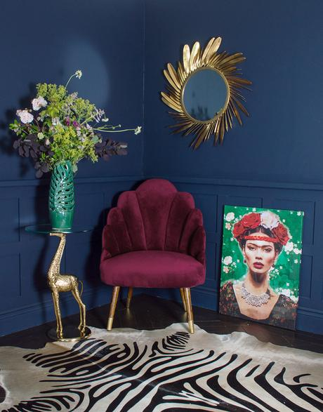 Seductive, sensuous and oh so glamorous. Welcome to Audenza's world of deliciously sumptuous velvet occasional furniture.