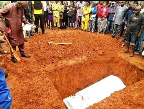 Ooni Of Ife Loses Press Officer, Akinola Elumide A.K.A Eluosha To Death (See Burial Photos)