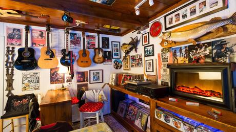 Man Cave Essentials: 6 Must-Have Items for the Ultimate Man Cave