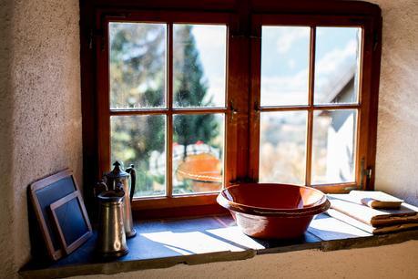 cracked shelf terra cotta pot window wabi-sabi design interior