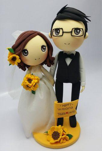 vintage wedding cake toppers couple with sunflower AsiaWorld546