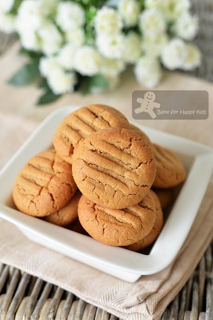 4 ingredients less sugar easy gluten free peanut butter cookies