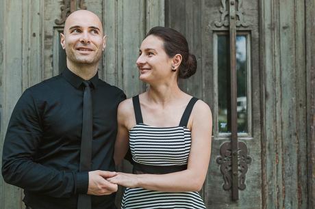 intimate-civil-ceremony-greenery-background_13