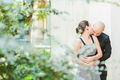 intimate-civil-ceremony-greenery-background_09