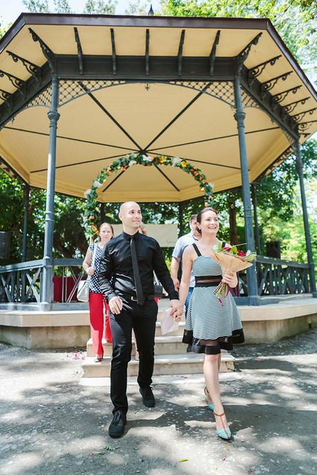 intimate-civil-ceremony-greenery-background_08