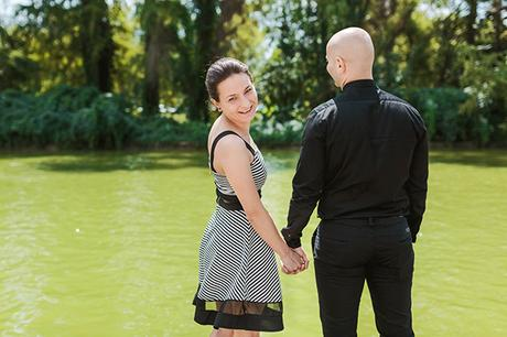 intimate-civil-ceremony-greenery-background_01