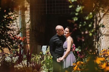 intimate-civil-ceremony-greenery-background_16