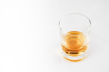 5 Hidden Uses of Whiskey for Skin & Hair