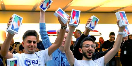 Analysts admit they were wrong about iPhone X, predict $849 price for 6.1″ LCD iPhone