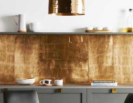 gold kitchen splashbacks