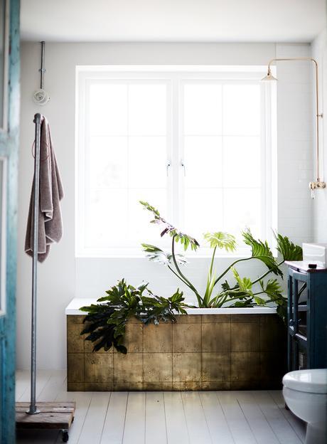bathroom brass tiles