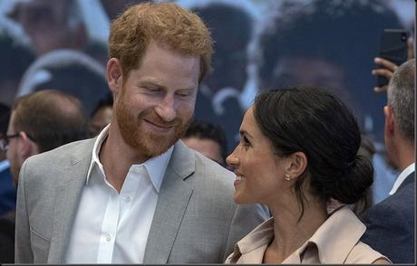 Harry and Meghan announce that they are expecting their first child