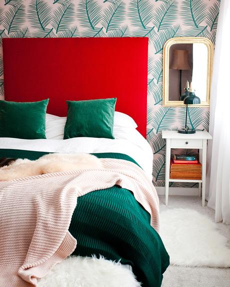 Red and green color scheme / bedroom decor
