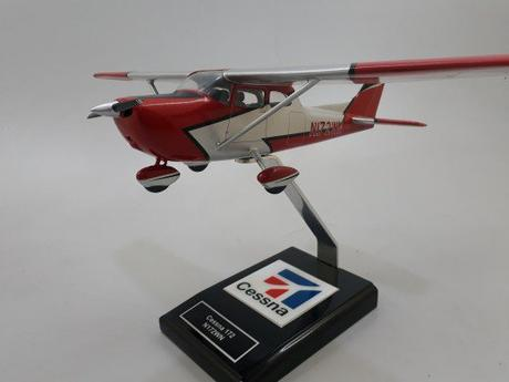 4 Reasons Why You Should Gift an Aviation Enthusiast with an Airplane Model