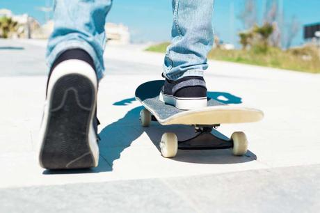 Learn-to-skate-on-one-foot