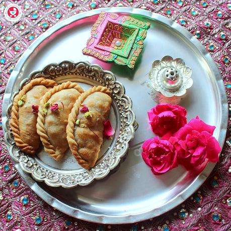 Festive indulgences can be healthy too, as this dry fruit gujiya recipe proves! With dates, dry fruits powder and coconut, this is a perfect healthy treat!