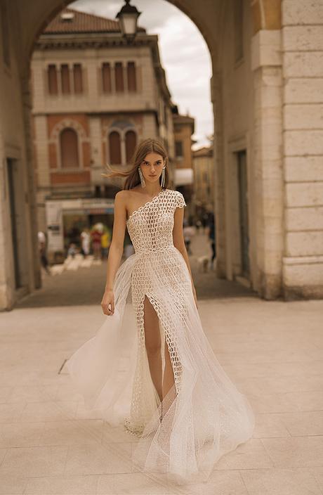 classic-flawless-wedding-dresses-berta_14