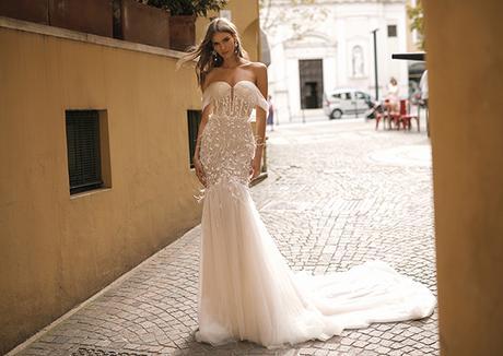 classic-flawless-wedding-dresses-berta_11