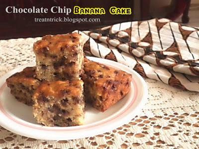 Chocolate Chip Banana Cake Recipe @ treatntrick.blogspot.com