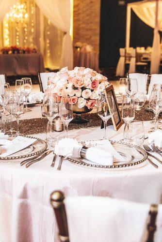 real wedding photography cindy glen table with gold tablerunner anr flower in vase stanlo photography