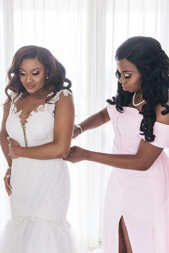 real wedding cindy glen preparation bridesmaid helps the bride to dress stanlo photography