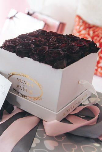 real wedding photography cindy glen dark roses in the white box with gold signs stanlo photography