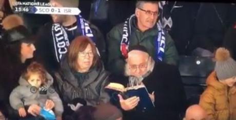 Rabbi Leff supports Israeli football team while learning Torah