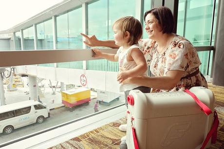 The Best Tips for Keeping Small Kids Happy an Airplane!