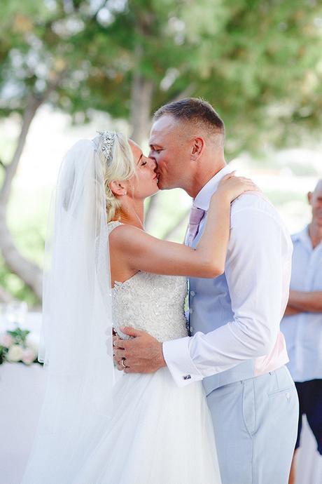 rustic-wedding-white-soft-pink-hues_28