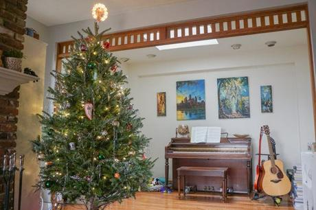 Take a Trip Around the World With Our Travel Christmas Tree