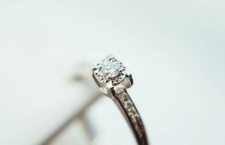 The Average Weight of a Diamond Engagement Ring