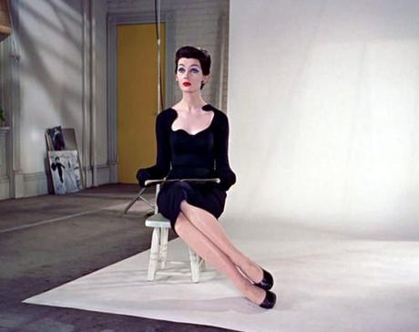 How to Sit in a feminine posture - Dovima Funny Face 1957