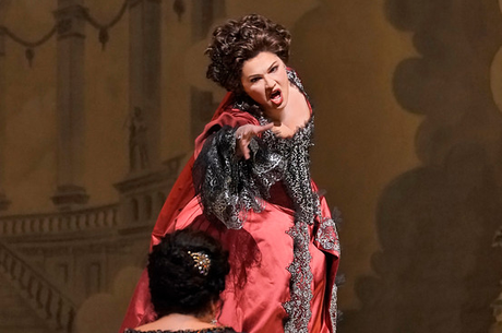 Opera Review: The Queen of Stage