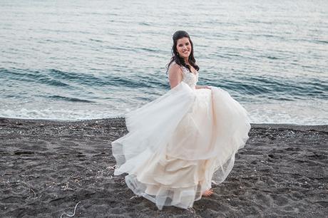 dreamy-wedding-santorini-peach-white-colors_04