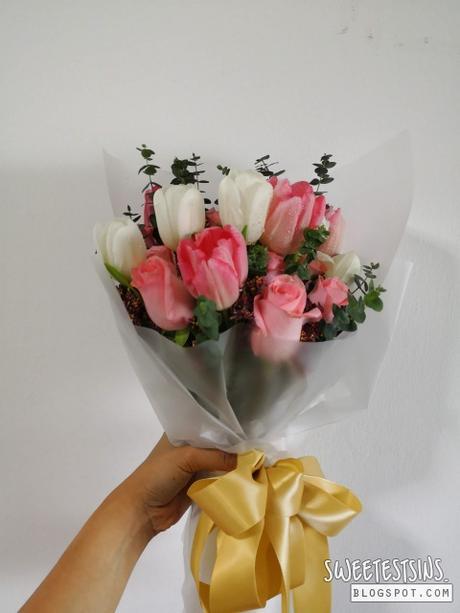 little flower hut tulip rose bouquet