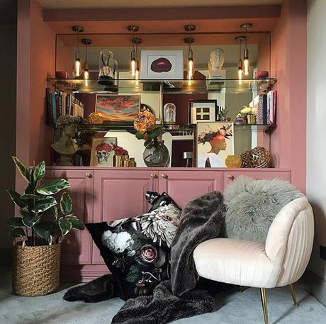 Pink living room with blush pink velvet armchair by Audenza. Image by @oakappledecor