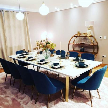Glam, gold dining room. Image by @chendoxx