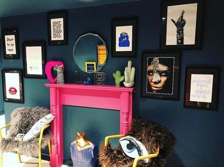 Quirky gallery wall with pops of color. Image by @thelittlebluebeautyroom