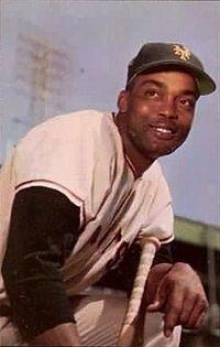 This day in baseball: Irvin signs with the Giants
