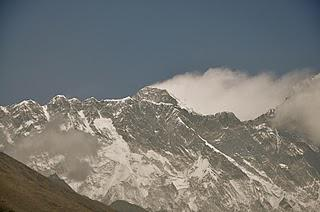 Himalaya 2011: 82-Year Old Dies On Everest