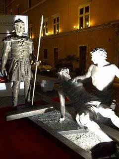 Vatican Displays the Way of the Cross in Bronze