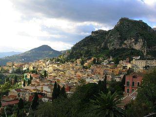 800px-Taormina_Etna